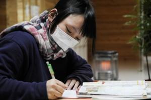 狭い仮設住宅などに住む子どもたちのために、集中して勉強できる環境を用意