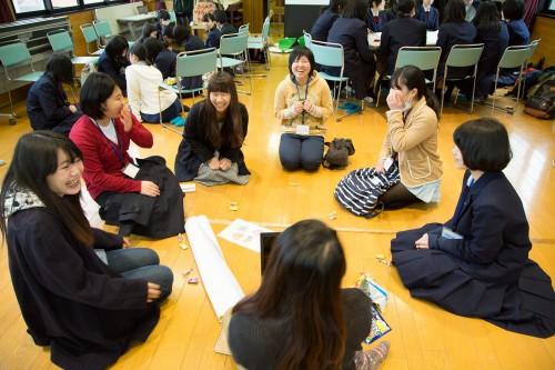 他大学の学生と語り合うことによって、学び合いの連鎖が生まれます。